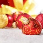 Gift box and red christmas balls — Stock Photo