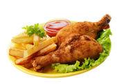 Coxas de frango fritas com batatas fritas — Foto Stock