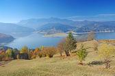 Lake and mountain in autumn — Stock Photo