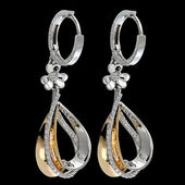Diamond earrings — 图库照片