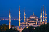 Illuminated Sultan Ahmed Mosque at the blue hour — Stock Photo