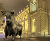 Bull sculpture at stock exchange, Frankfurt — Stock Photo