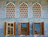 Arabesque Windows of the Topkapi palace — Stock Photo