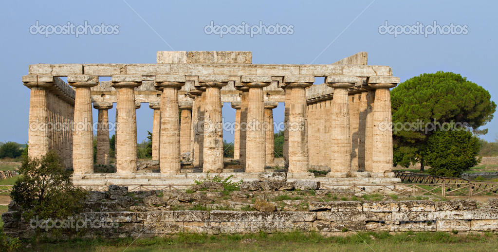 Ancient greek Basilica Temple, Paestum, Campania, Italy — Stock Photo #10270033