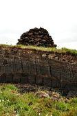 Vertikale torf graben auf harris, schottland — Stockfoto