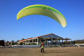 Paraglider on the beach, Greece — Stockfoto
