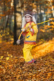 Pocahontas girl with a bow in the forest — Stock Photo