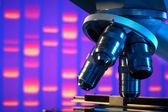 Cerca de microscopio de laboratorio — Foto de Stock