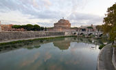 The castle and bridge of Sant'Angelo in Rome — Stock Photo
