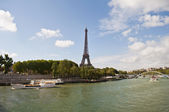 River Seine and Eiffel Tower — Stock Photo