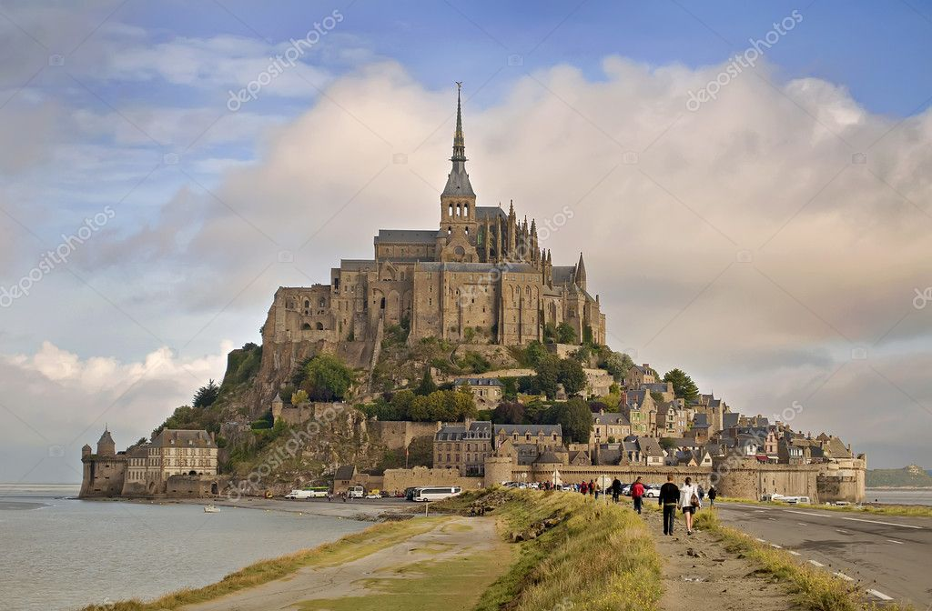 Famous Abbey of Le Mont Saint Michel in Normandy, France — Zdjęcie stockowe #10091067
