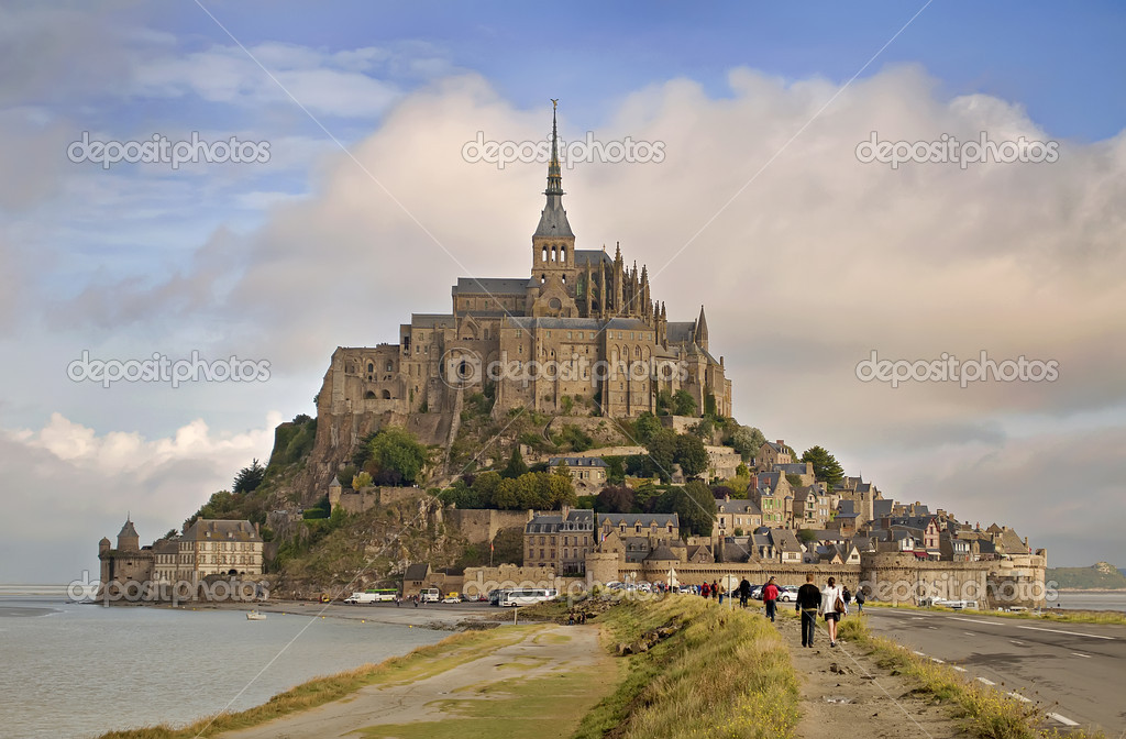 Famous Abbey of Le Mont Saint Michel in Normandy, France — Stok fotoğraf #10091067