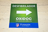 Poster of the direction of a defibrillator at the Vicente Calderon — Stock Photo