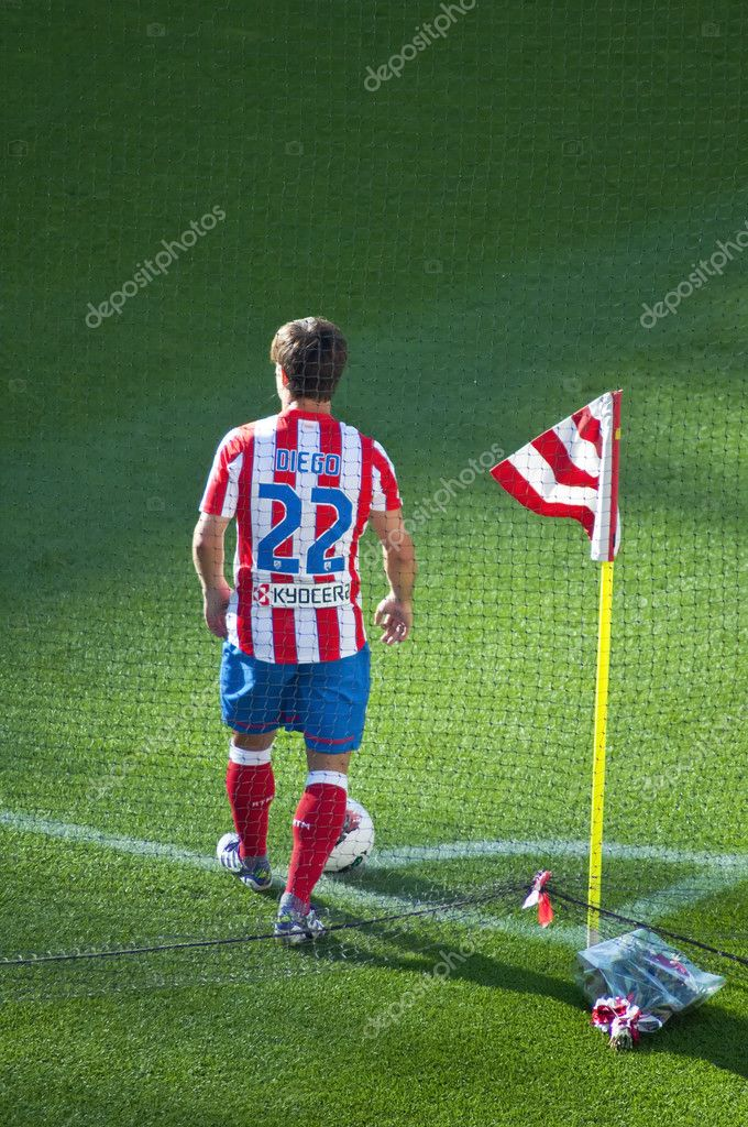 Madrid, Spain-September 18: Diego Ribas, players for At.Madrid  in the match between At.Madrid-Racing de Santander in the Vicente Calderon soccer stadium on September 18, 2011 in Madrid, Spain — Stock Photo #10567534
