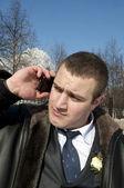 Mladý muž mluví po telefonu — Stock fotografie