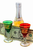 Dinheiro é gasto para vinho — Fotografia Stock