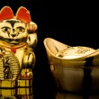 Gold Ingot and Lucky Cat (China) — 图库照片