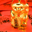 Lucky Cat on Red Envelopes. — Stock Photo