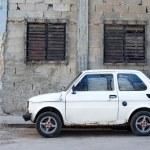 Car and crumbling walls - Havana, Cuba — Stock Photo #10271085