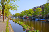 Beautiful river with boats in Amsterdam, Holland (Netherlands) — Stock Photo