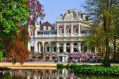 Filmmuseum med en vacker sjö i amsterdam, holland (netherla — Stockfoto