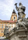 Melk - barocco closister da austria e san giovanni nepomuceno statua — Foto Stock