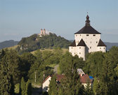 New castle and calvary in Banska Stiavnica - Slovakia - unesco monument — Stock Photo