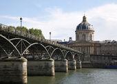 Paris - pont des arts und instutut de france — Stockfoto