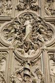 Milan - détail de la porte principale de bronze - vierge marie — Photo