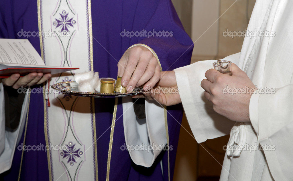Hands of priest at benediction of oil - by catholic liturgy — Stock Photo #10152123