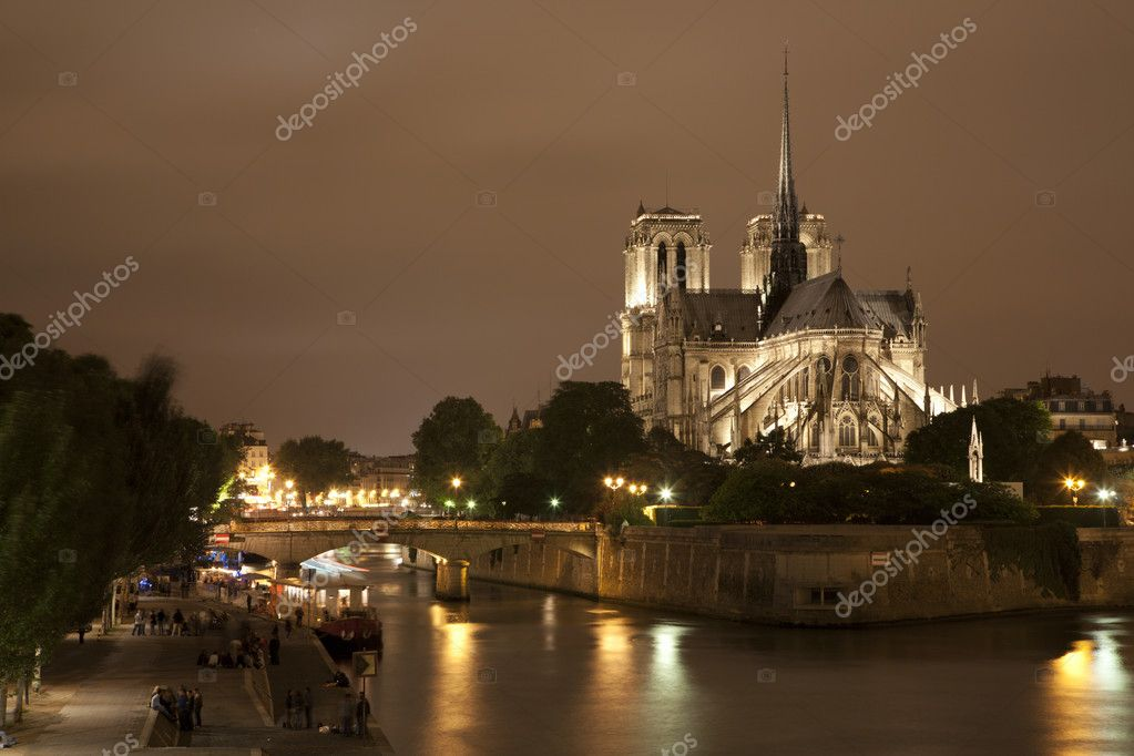 Paris - Notre Dame cathedral at night — Stock Photo #10152593