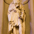 Florence - Leonardo da Vinci statue on the facade of Uffizi gallery — Stock Photo