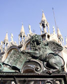 Lion - symbol of st. Mark from venice - bronze relief from gate — Foto Stock