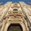 Milan - westfacade of cathedral in evening light - 图库照片