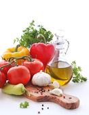 Olive oil and fresh vegetables — Stock Photo