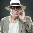 Senior gangster man smoking cigar wearing light suit and hat with vintage sunglasses. — 图库照片