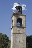 Ski resort Bansko, clock-tower at churchyard, Bulgaria — Foto de Stock