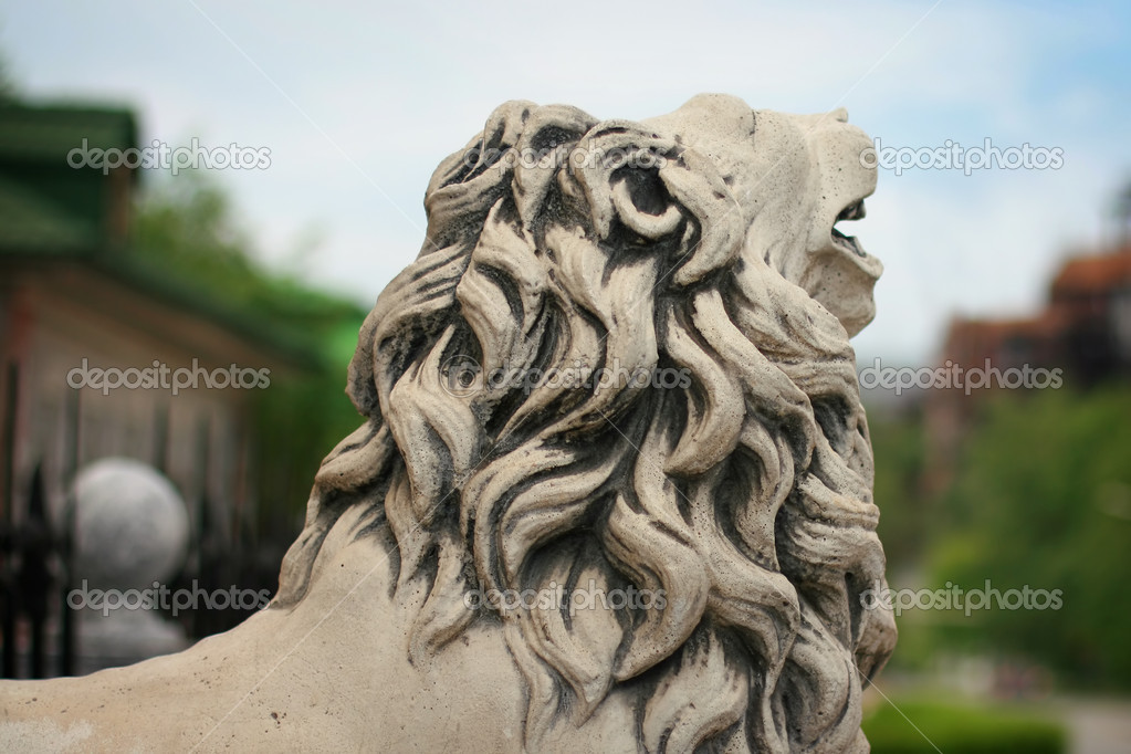 Statue lion with mane on background blue sky — Stock Photo #10427786