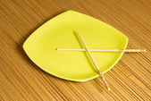 Chopsticks in the square plate — 图库照片