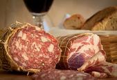 Salame y el vino — Foto de Stock