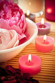 Aromatherapy flowers and candles — Stock Photo