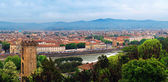 Arno River, Old Tower and building of Florence. — 图库照片