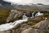 Berg liten flod — Stockfoto