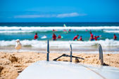 Surfboard on the beach — Stock Photo