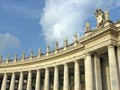 Statues on St Peter's square — Stock Photo