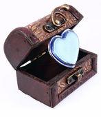 Cosmetica hart in een houten boomstam — Stockfoto