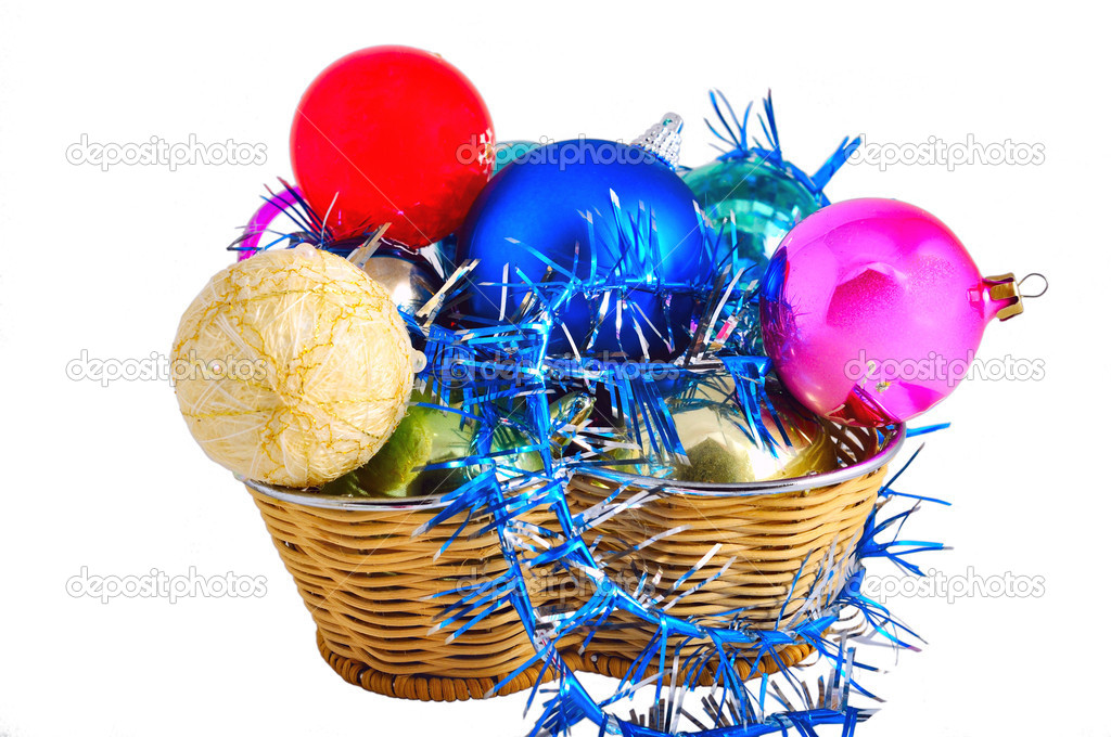 Multi-coloured christmas balls lay in a straw basket with a brilliant tinsel. Isolated on white — Stok fotoğraf #10275702