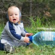 Baby is sitting on the ground — Stock Photo