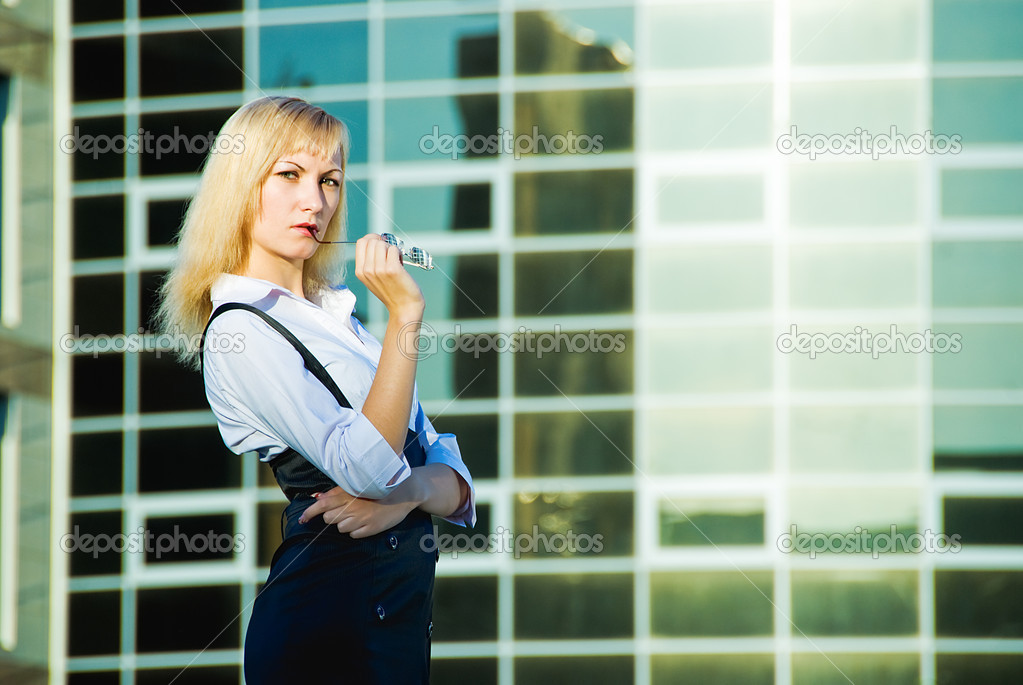 Young pretty business woman on modern building background — Stock Photo #10642433