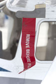 """""""Remove before flight"""" ribbon attached to pitot tube — Stock Photo"""